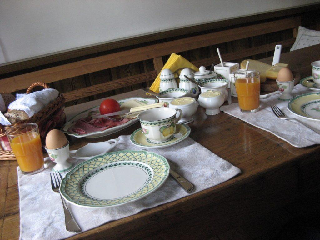 Hunebed & breakfast, ontbijt
