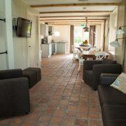 De Appelhoek, grote (koestal) woonkamer en keuken