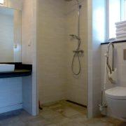 Bos-Inn, badkamer-douche
