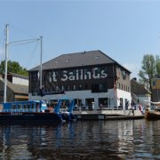 It Sailhûs, buitenkant vooraanzicht vanaf het water