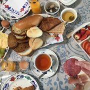 In ons straatje, ontbijt