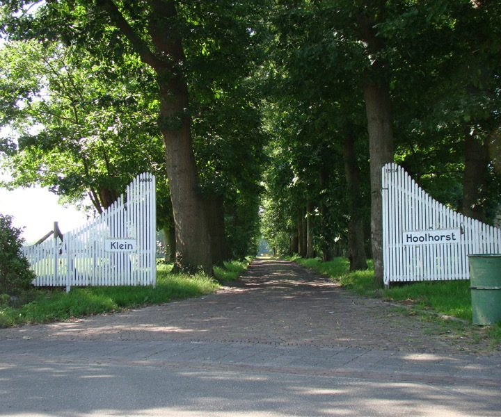 Klein Hoolhorst, buiten poort