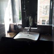 Conscious Hotel Vondelpark, badkamer wastafel