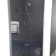 Conscious hotel, rolstoeltoegankelijke badkamer-douche