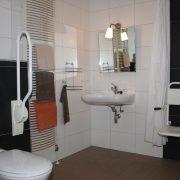 Bij d'n Berk, rolstoeltoegankelijke badkamer