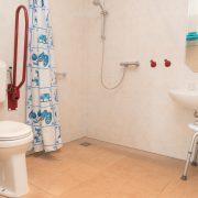 Oppe Klincke appartement Andringa, rolstoeltoegankelijke badkamer