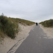 Breezand Beachhouses toegangsweg naar de strandhuisjes
