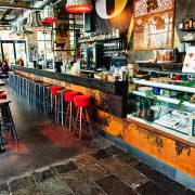 Volkshotel, bar (fotograaf Mark Groeneveld)