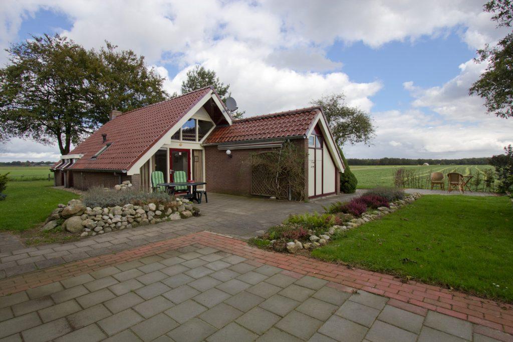 De Uilenhorst, klein boerderijtje in het Drentse landschap, vooraanzicht