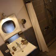 Buytenshuys, rolstoeltoegankelijke badkamer
