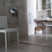 Villa Veldzicht, rolstoeltoegankelijke badkamer douchestoel