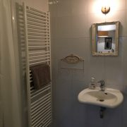 Het Vijfde Seizoen, badkamer-wastafel