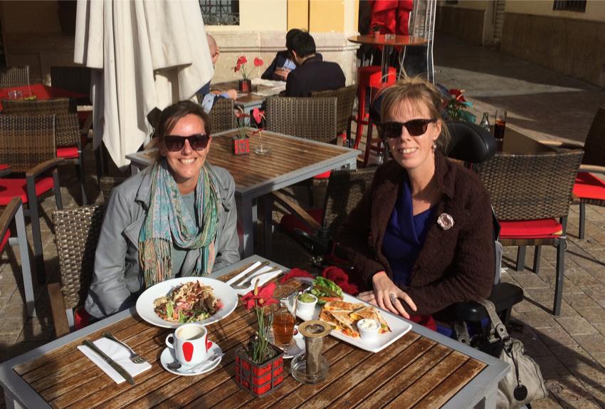 Met Jacqueline lunchen bij Plaza, op Plaza de la Meced.