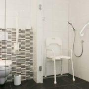 ln ons straatje, rolstoeltoegankelijke kamer Vlinder - rolstoeltoegankelijke badkamer douche