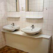 Schipsdune, rolstoeltoegankelijke badkamer wastafels