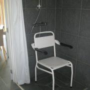 De Gavers bungalow, rolstoeltoegankelijke badkamer, douchestoel