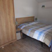 Skéép grote slaapkamer, naast het bed, 160 cm vrije ruimte