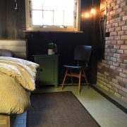 boerderij Honswijck, slaapkamer ruimte naast bed