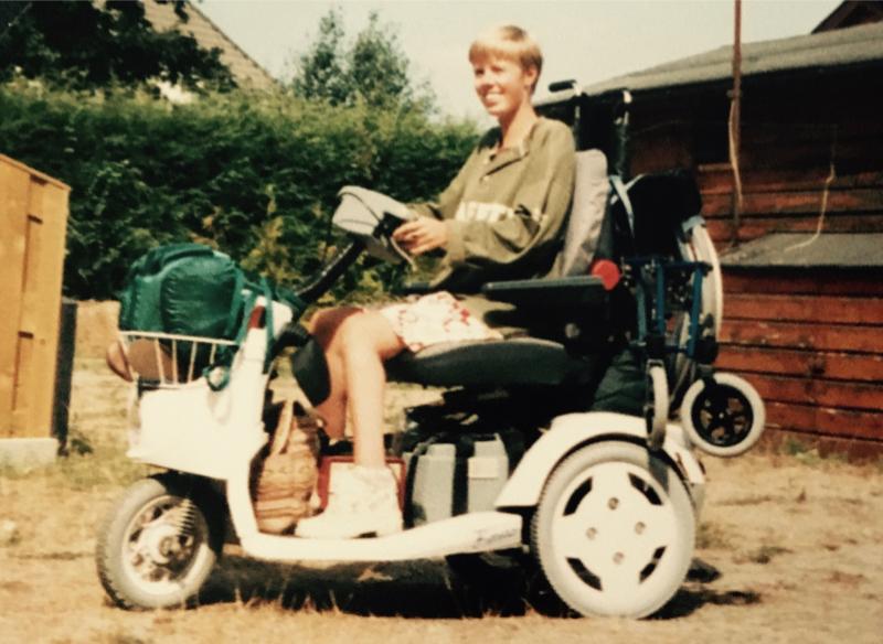 Eelke in haar 'kar' 1995