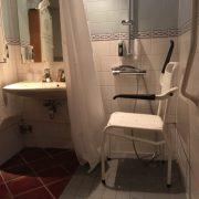 Efteling hotel, rolstoeltoegankelijke badkamer, douche