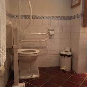 Efteling hotel, badkamer rolstoeltoegankelijk toilet