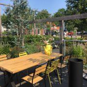 Lukashuis, terras met tafel