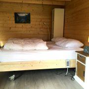 Op het Broeck, hoog-laag bed aan een zijde.