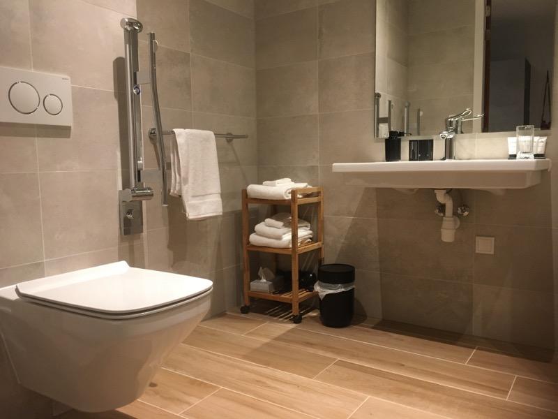 Hotel Beekhuizen, rolstoeltoegankelijke badkamer