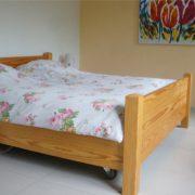 houten bedombouw met 2 hoog laagbedden erin
