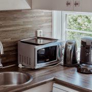 Keukenaanrecht met Magnetron, waterkoker en Senseo