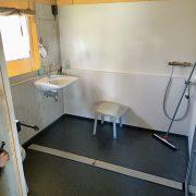 De Vos, rolstoeltoegankelijke badkamer, douchehoek